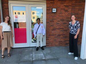 Ishaan met Sabine van Haastrecht en Tamara Pietserse bij Hofstroom.